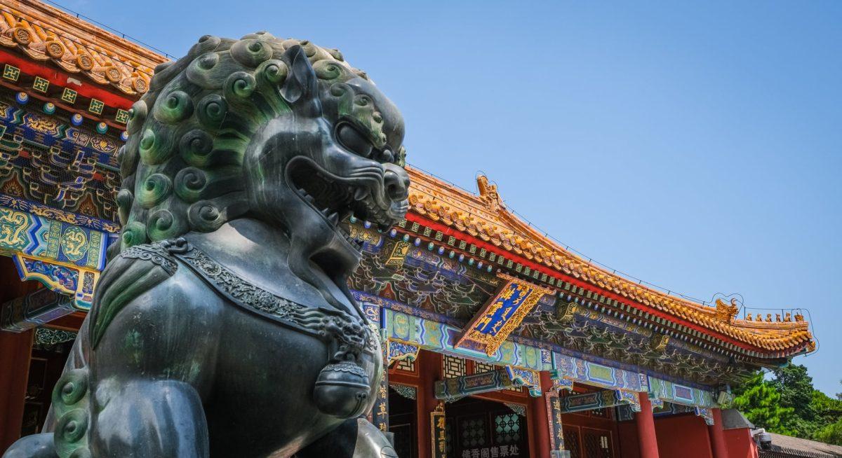 photo of dog statue